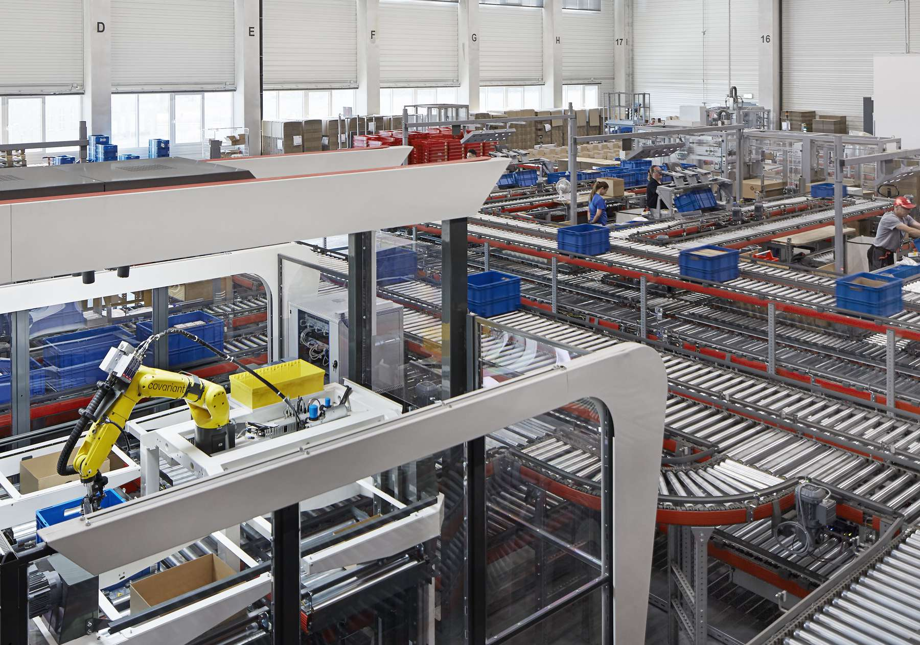 A Covariant robot at a KNAPP-powered warehouse Obeta (credit Magnus Petterson) (1).jpg